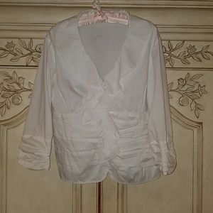 Tops - Gorgeous white ruffled blouse